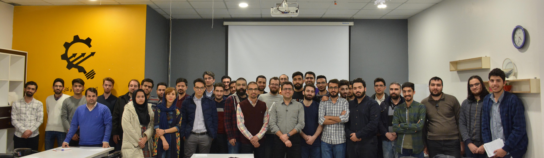 عکس دستهجمعی کارگاه حسین مزروعی با عنوان تولید و توسعه بازی با نگاه تجاری در بازار ایران